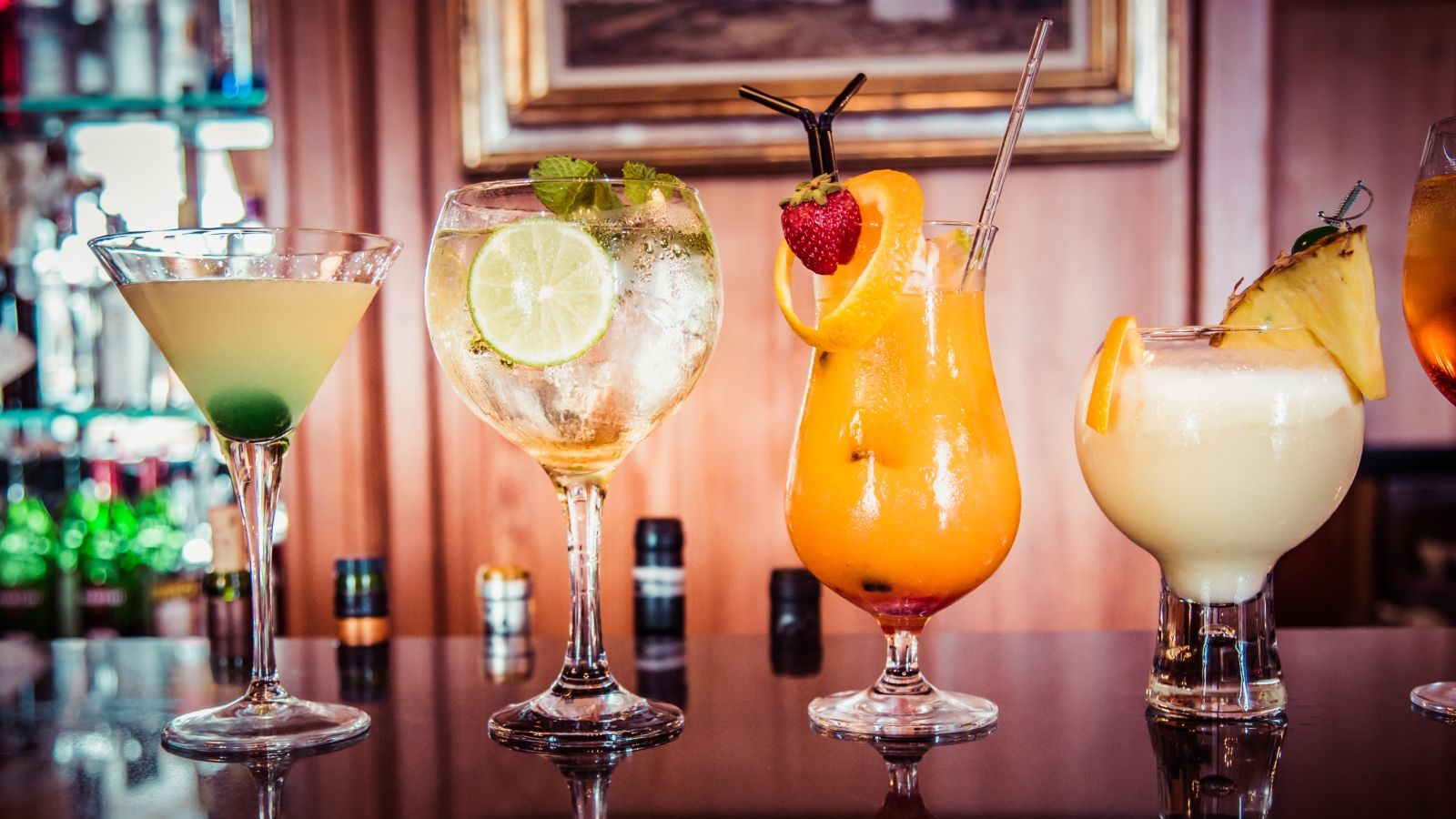 Discover our cocktails and menu at Bar Armas | Castillo Hotel Son Vida