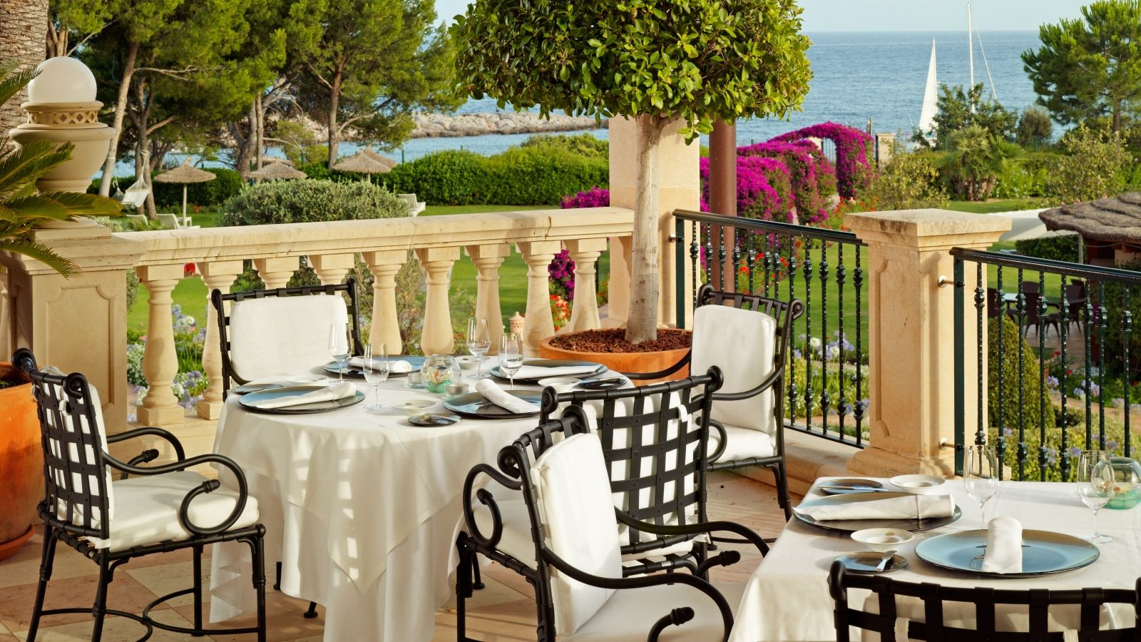 A culinary Pearl awarded with a Michelin star at St. Regis Mardavall Mallorca Resort